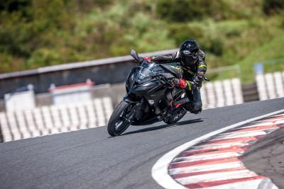 Le prime foto, i dettagli e il video della Kawasaki Ninja elettrica