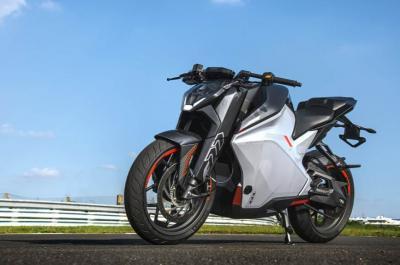 Ultraviolette F77, elettrica low cost con 450 Nm di coppia!