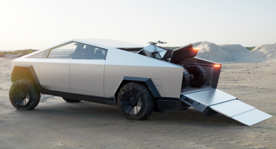 Il nuovo Tesla Cybertruck pensa anche ai motociclisti