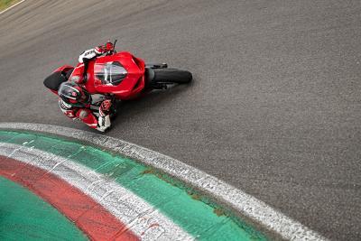 Tra i cordoli con la Ducati Panigale V2