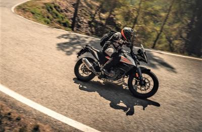 Su asfalto e in offroad con la KTM 390 Adventure