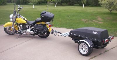 Posso agganciare un carrello alla moto?