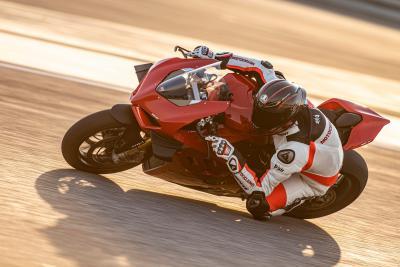 Ducati Panigale V4 S 2020: come va, pregi e difetti
