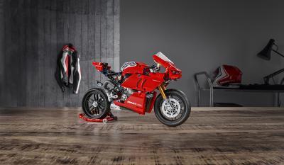 Costruisci la Ducati Panigale V4 R LEGO Technic