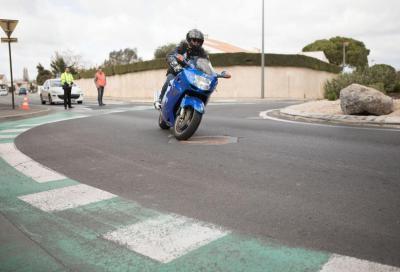 """""""Tombini antiscivolo"""" per la sicurezza dei motociclisti"""