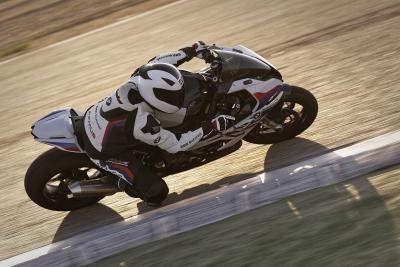 "BMW S 1000 RR: pronta a correre con gli accessori ""M Performance"""