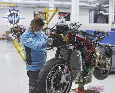 Iniziata la produzione della MV Agusta Superveloce 800 Serie Oro
