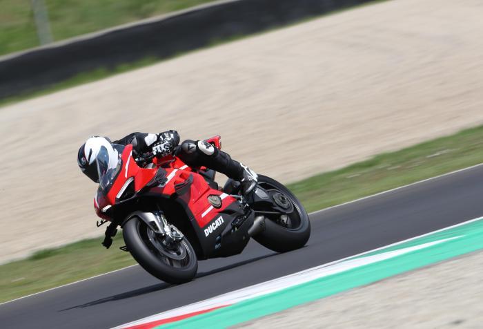 Ducati Superleggera V4: come va, pregi e difetti