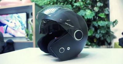 Il casco con l'emergency call integrato