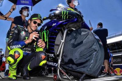 Valentino Rossi: questioni politiche e una moto non sua