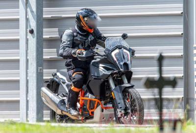 KTM 1290 Super Adventure 2021, le foto spia delle versioni R e S