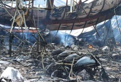 Incendio in una concessionaria: centinaia di Kawasaki incenerite