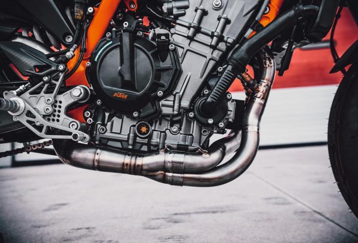 I segreti del motore della KTM 890 Duke R