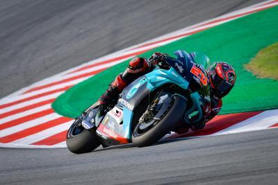 Quartararo domina al Montmelò, Rossi cade. Disastro Ducati