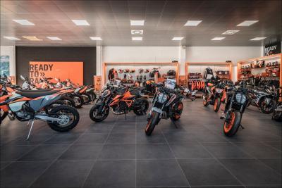 Giglioli motori rinnova lo showroom KTM alle porte di Milano