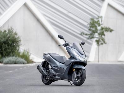 Nuovo Honda PCX125: motore Euro 5 e maggiore comfort