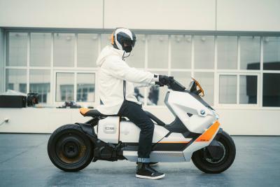 Definition CE 04 2021, il futuro degli scooter elettrici di BMW