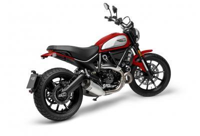 Per il 2021 la Ducati Scrambler Icon diventa Euro 5 e si tinge di rosso
