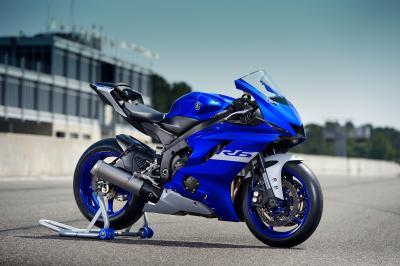 Yamaha R Series: motori Euro 5 e versione Race per la R6