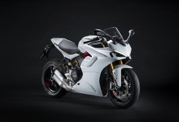 Nuova Ducati SuperSport 950, rivista nel look e nella sostanza