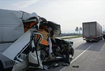 Terribile incidente stradale per Can Oncu. Il pilota sta bene