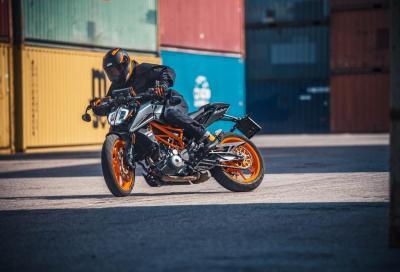 Nuove KTM Duke 125 e 390: motori Euro 5 e livree inedite
