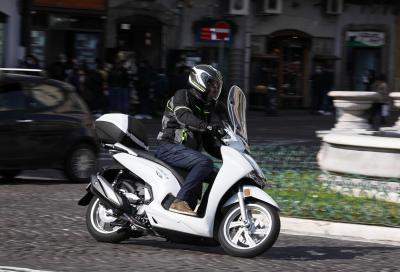 Honda SH350i 2021: come va, pregi e difetti