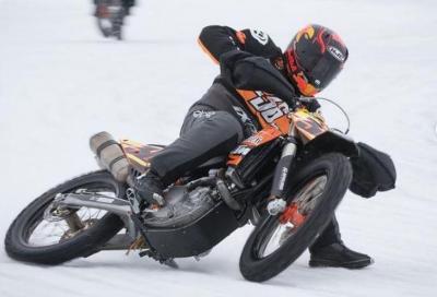 Mika Kallio rompe tibia e perone in una gara sul ghiaccio