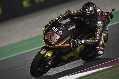 Moto2, Losail: Lowes scappa e vince
