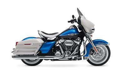 Con la nuova Electra Glide Revival 2021 Harley-Davidson si tuffa nel passato