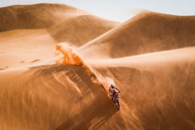 """Dakar 2022, parola d'ordine: sabbia! I piloti nel """"Quartiere Vuoto"""""""