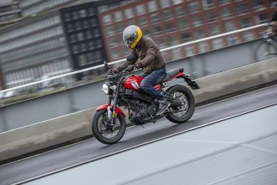Yamaha XSR125 2021: come va, pregi e difetti