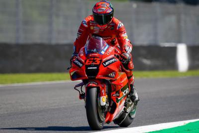 Bagnaia porta la Ducati in vetta nelle FP2. Rossi penultimo