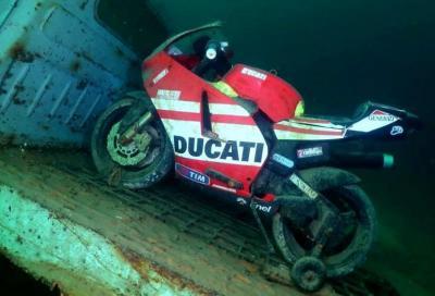 Due moto in fondo al Lago di Como