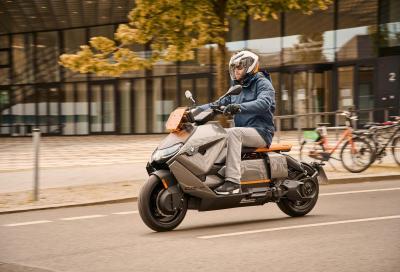 BMW presenta il nuovo scooter elettrico CE 04 in versione definitiva