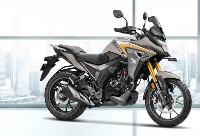 La CB500X ha una sorella minore: ecco la Honda CB200X