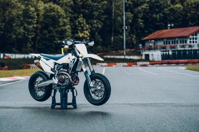 Husqvarna presenta la nuova FS 450 2022