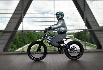 BMW Vision AMBY, a metà tra la bici e la moto