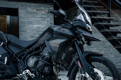 Triumph presenta la nuova Tiger 900 Bond Edition
