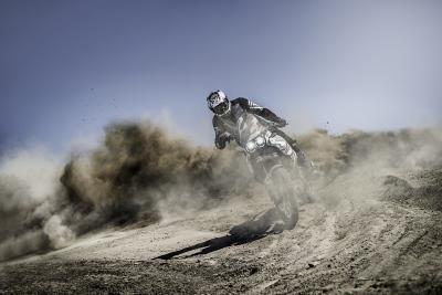 Ducati svelerà a breve la nuova DesertX. Le prime foto