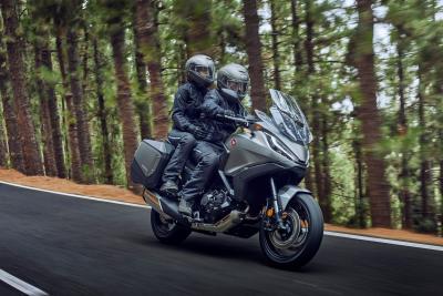 Honda svela la nuova NT1100, anche in versione DCT