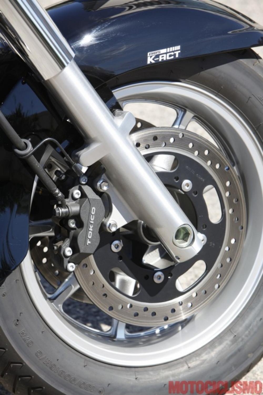 Kawasaki VN1700 Classic: ABS e controllo di trazione sono di serie. Frenata combinata
