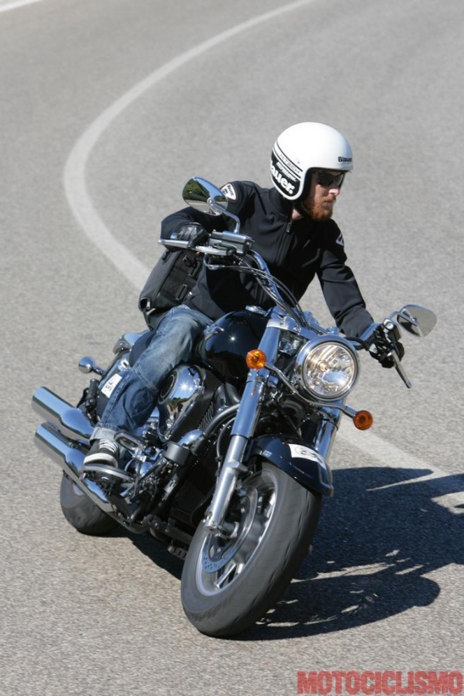 Kawasaki VN1700 Classic: è il prototipo della maxicruiser. ergonomia naturale, comfort ottimo per pilota e passeggero, maneggevole (per una cruiser) e stabile, motore regolare e fluido. ma il carattere non conquista, il motore beve e scalda. In compenso ABS e controllo di trazione sono di serie.