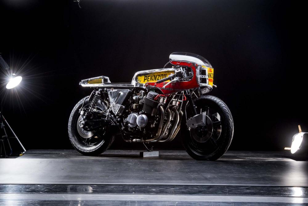 """La special """"Vibrazioni"""" su base Honda CB750SS (1979) by Vibrazioni Art Design. Come tutte le moto fatte a Massalombarda (RA), ha le sovrastrutture ricavate da vecchi bidoni di latta.(foto Callo Albanese)"""