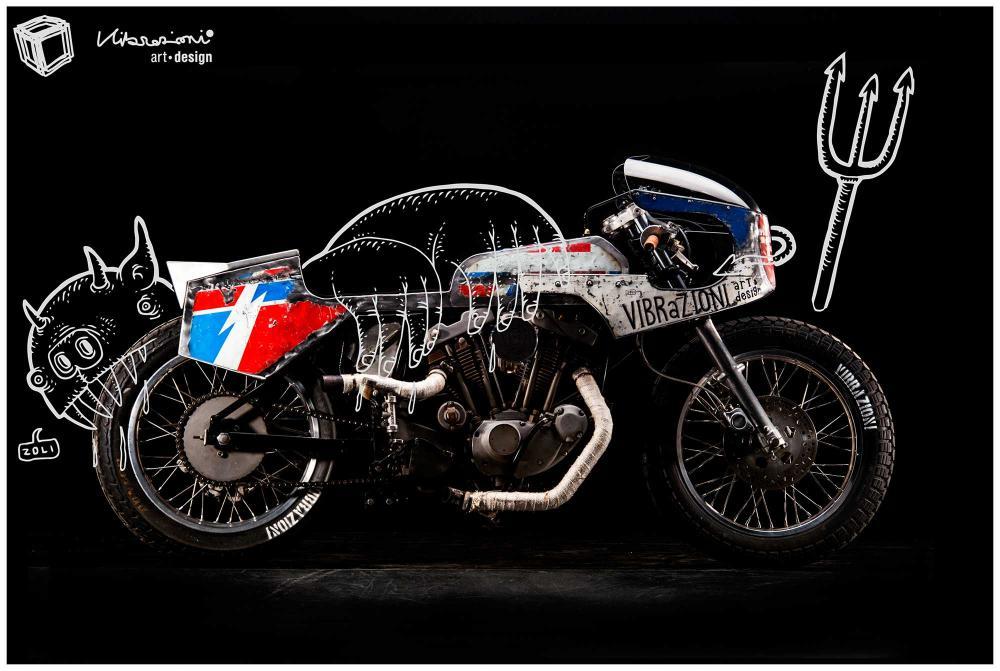 """Cartolina con soggetto la special """"110"""" di Vibrazioni Art Design (base Harley-Davidson)"""