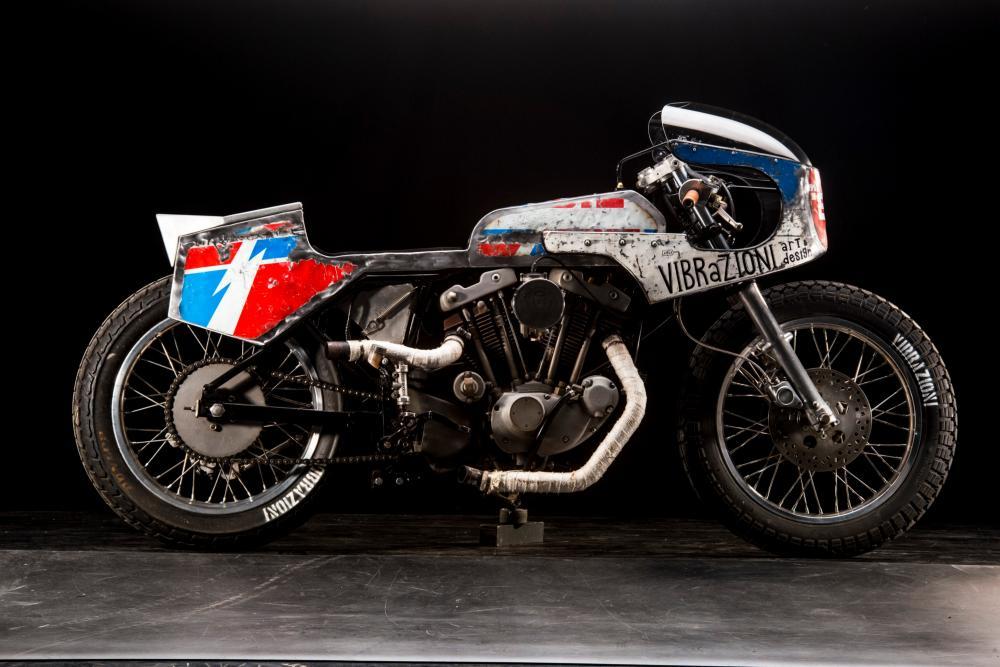 Special 110 su base Harley-Davidson by Vibrazioni Art Design (foto Callo Albanese). Come tutte le moto fatte a Massalombarda (RA), ha le sovrastrutture ricavate da vecchi bidoni di latta,