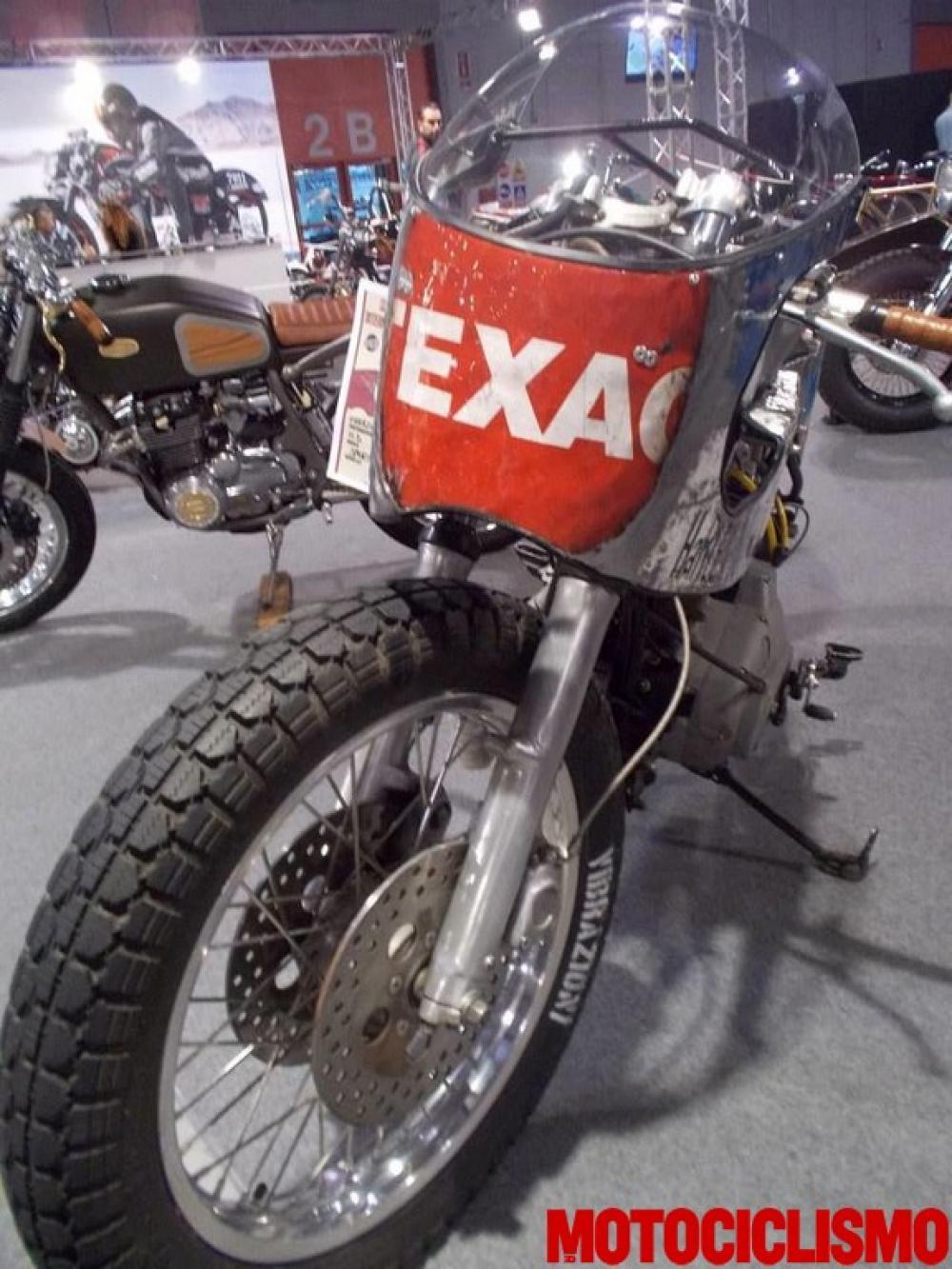 """La special """"110"""" su base Harley-Davidson by Vibrazioni Art Design. Come tutte le moto fatte a Massalombarda (RA), ha le sovrastrutture ricavate da vecchi bidoni di latta. Qui a Eicma 2014"""