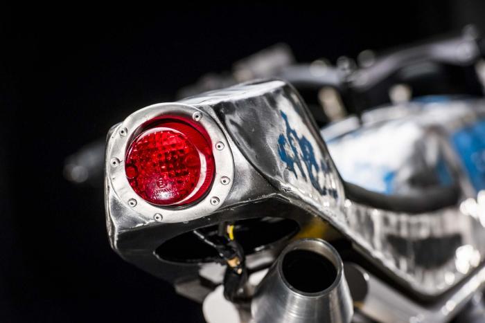 """Dettaglio della special """"Motarda"""" su base Ducati SS350 by Vibrazioni Art Design."""