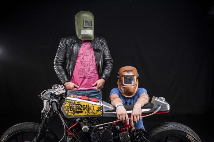 """La special """"Mezzolitro"""" su base Yamaha by Vibrazioni Art Design. Dietro le maschere da saldatore ci sono gli autori: Alberto Dalsasso e Riccardo Zanobini"""