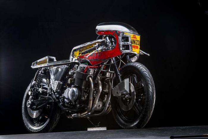 """La special """"Vibrazioni"""" su base Honda CB750SS (1979) by Vibrazioni Art Design. Come tutte le moto fatte a Massalombarda (RA), ha le sovrastrutture ricavate da vecchi bidoni di latta. (foto Callo Albanese)"""